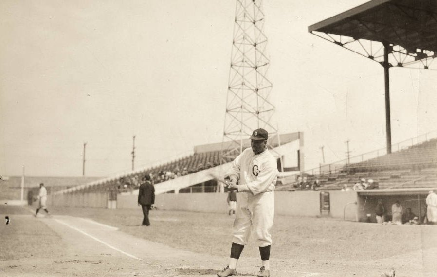 Negro Leagues great Oscar Charleston seen here in 1940 at Perry Stadium when he was player/manager for his hometown Indianapolis Crawfords https://t.co/VEU3miKJyE