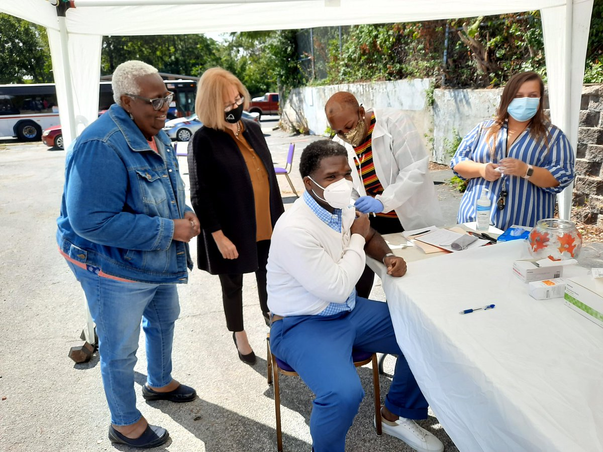 FREE #COVID19 testing and #FluVaccinations available at Williams Temple COGIC @ 1500 Union Blvd. until 3pm. Dr. Echols and @LydaKrewson received theirs.  A flu vaccine is recommended for anyone 6 months of age or older. #preventflu
