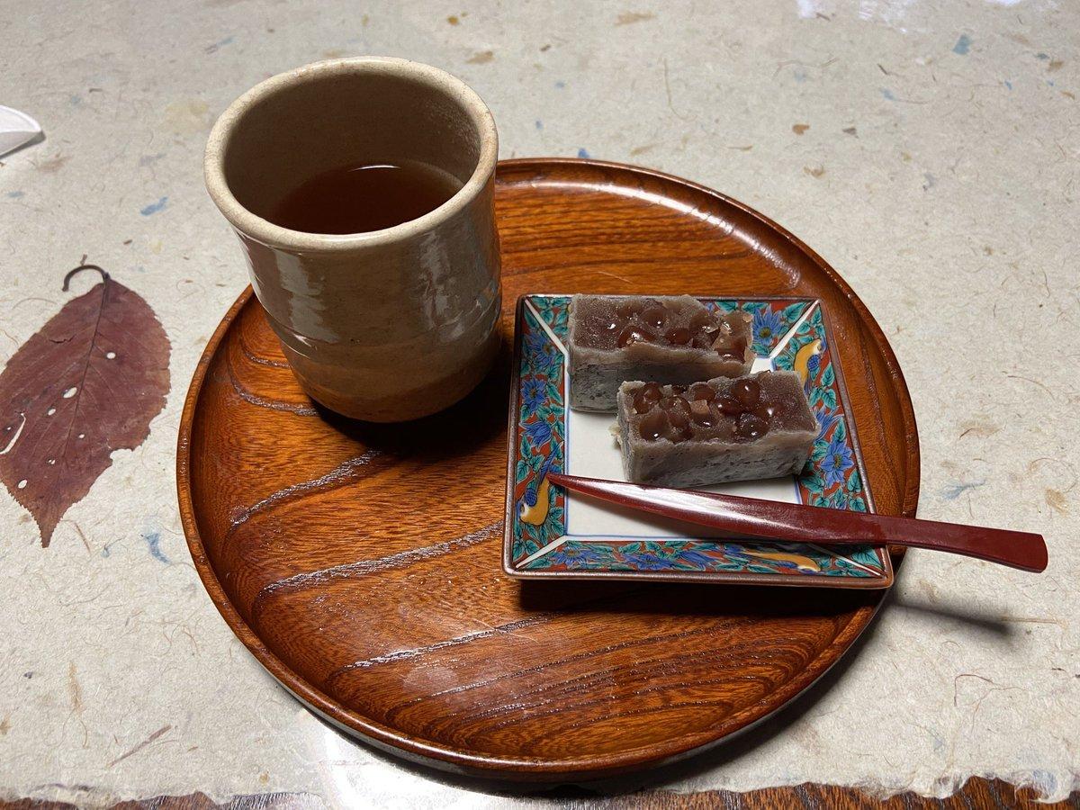 test ツイッターメディア - 加賀棒茶と中田屋のきんつばをいただきます。 https://t.co/8ZHcv04UF2