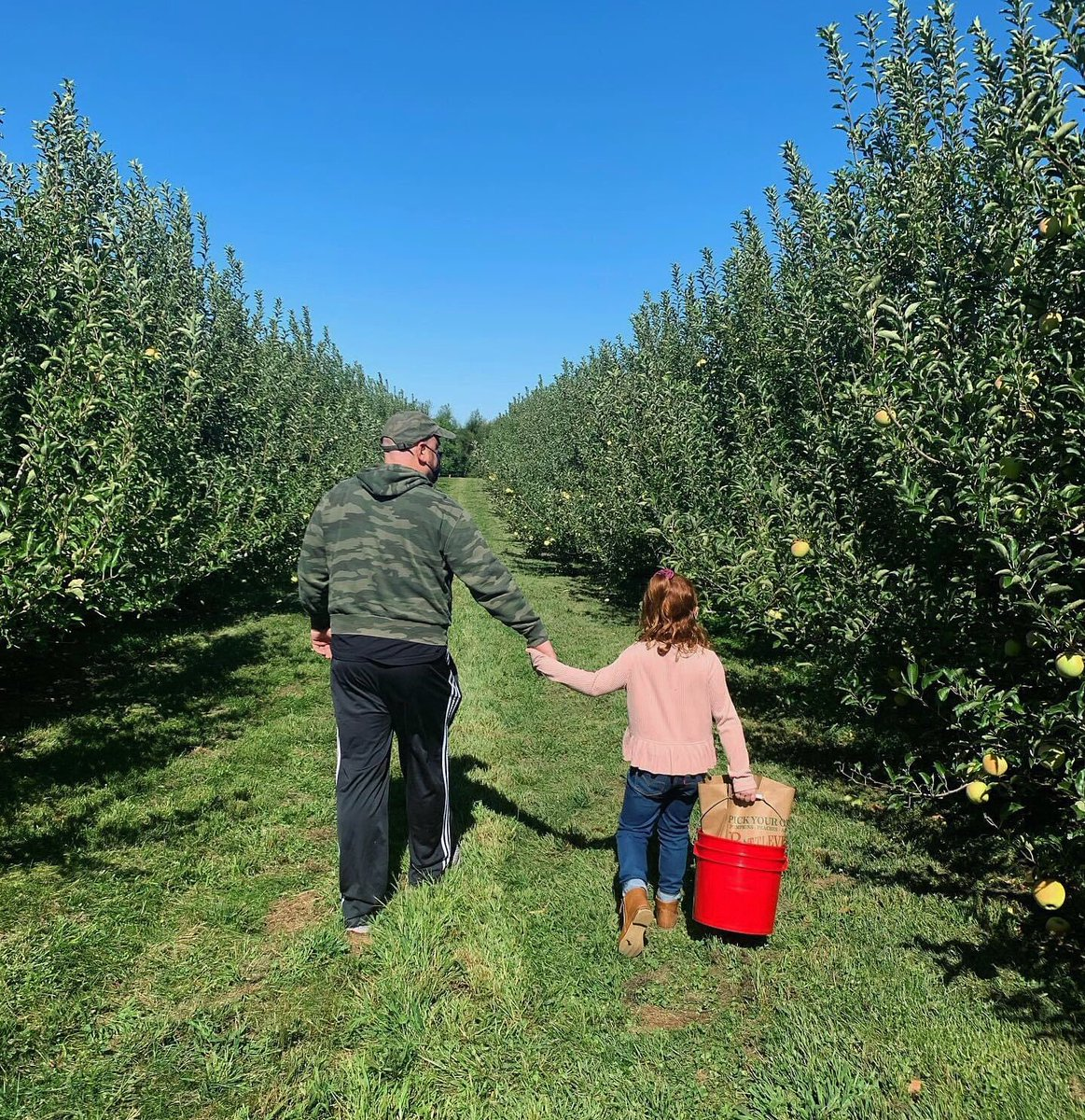 Picking apples and making memories in #MonmouthCounty! 🍎