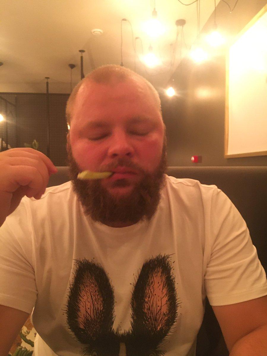 @shmaramagda Mēs selerijas ēdām 😢 https://t.co/fJmghQyiSv