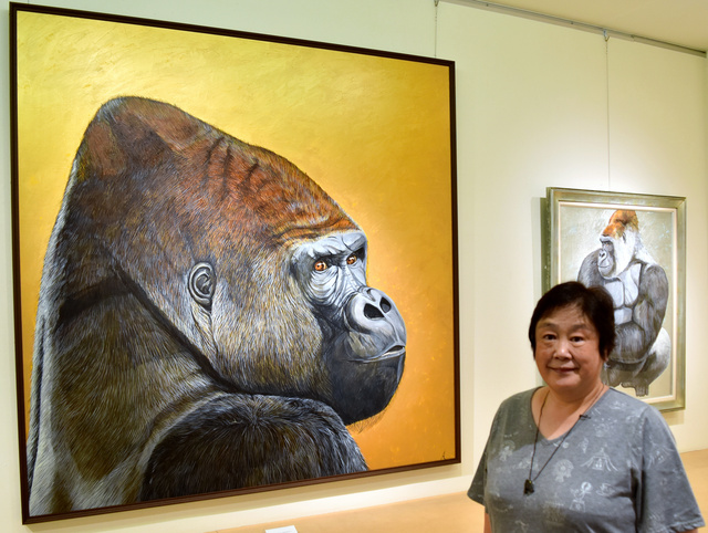 test ツイッターメディア - マツコも驚いた ゴリラ描き30年超の画家、念願叶える https://t.co/opofQjyPUc   30年以上、ゴリラだけを描き続けている画家の阿部知暁さんが、大好きな京都での念願だった絵画展を大丸京都店で開催中です。 https://t.co/32xrRo2vvh