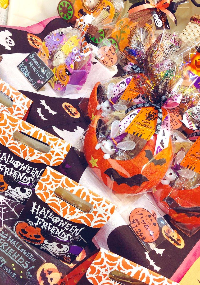 test ツイッターメディア - かぼちゃのモンブラン🎃 🎃パンプキンティラミス 販売中٩(๑> ₃ <)۶♥  ハロウィンの焼き菓子セットも並んでおります~🎃🦇🕸  #谷塚 #ハロウィン #かぼちゃ #パンプキン https://t.co/cTkhs1x03c