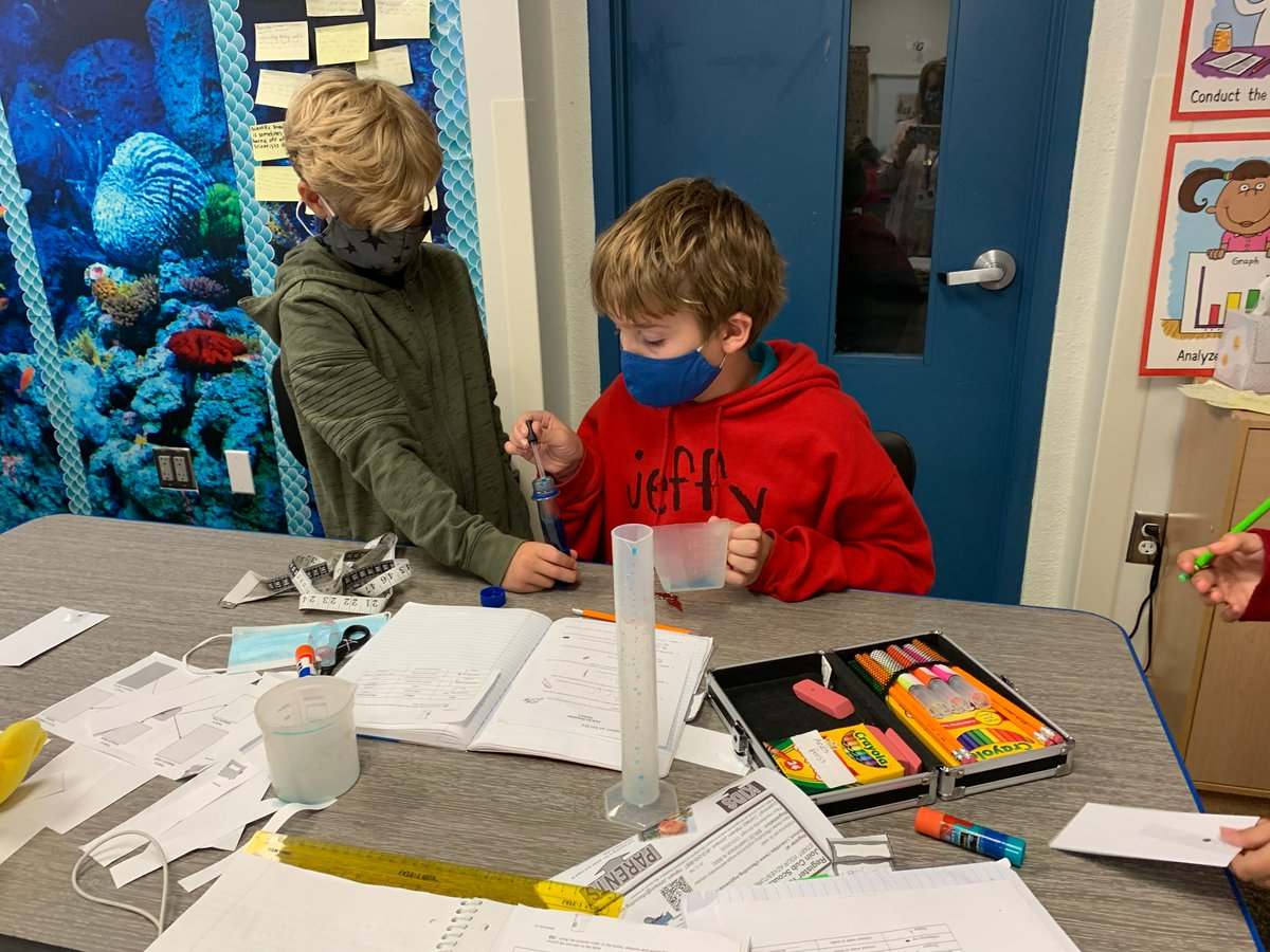 Let's hear it for the 5th-grade science students at @OKESOwls. They're exploring the differences between an experiment and investigation. Thank you, Ms. Campanella, for sharing!