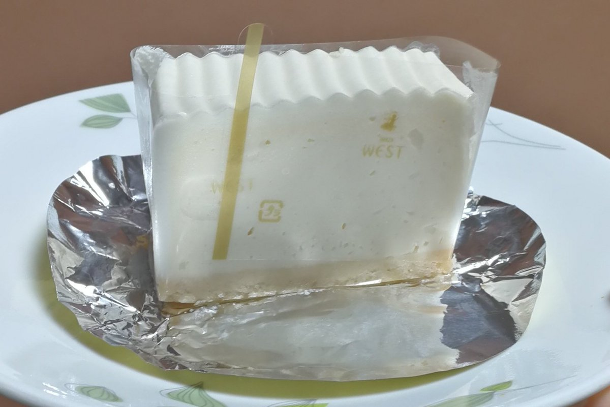 test ツイッターメディア - 銀座ウエストのレアチーズケーキ♪むかし親が手土産で買って帰ってきてくれてた頃から大好き。 https://t.co/oyra9AO9O1
