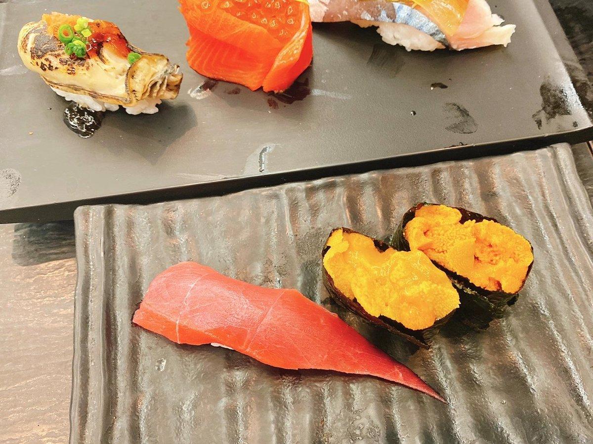 test ツイッターメディア - 高知ファイナルを前にそれまでの勝ち祝いでお寿司してきました🍣 お寿司終わった後のファイナル的中だったのでお寿司は腹いっぱいでもう頼めず💦 お店にある1番高い日本酒の一升瓶で頼んでお店にいる人たちに振る舞い酒しました🍶  今日も最高です😋 #日本酒 #十四代 #寿司  貝は食べれません😂 https://t.co/vkugY97pFq