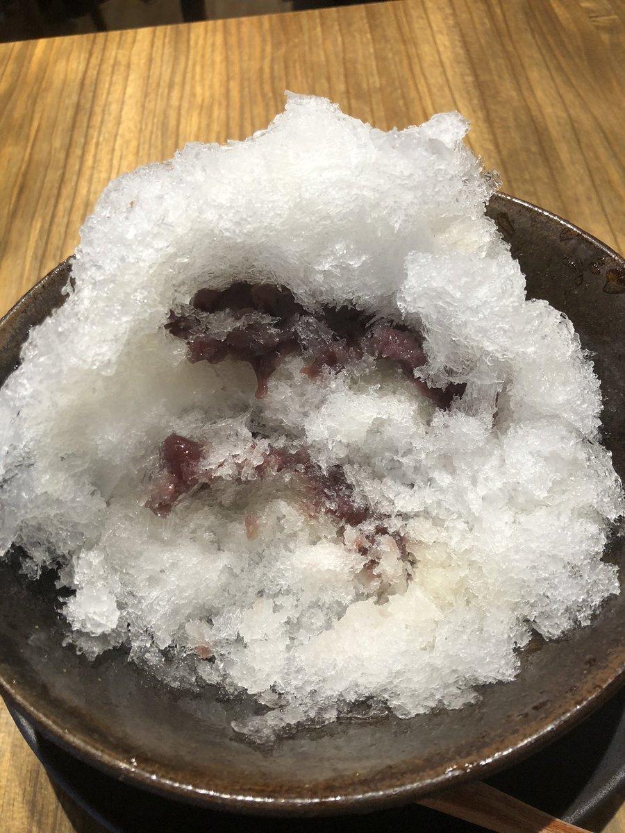 test ツイッターメディア - 3軒目、うさぎやCAFE。  日本酒うさ氷。 氷の中に餡子が入ってる。 日本酒は別添えで出てきて、餡子にかけながら食べる。  どら焼きで有名な「うさぎや」のカフェなので、餡子が美味しい。 しかし、写真の見た目がよくないなぁ。 https://t.co/FlhJZtvEBj