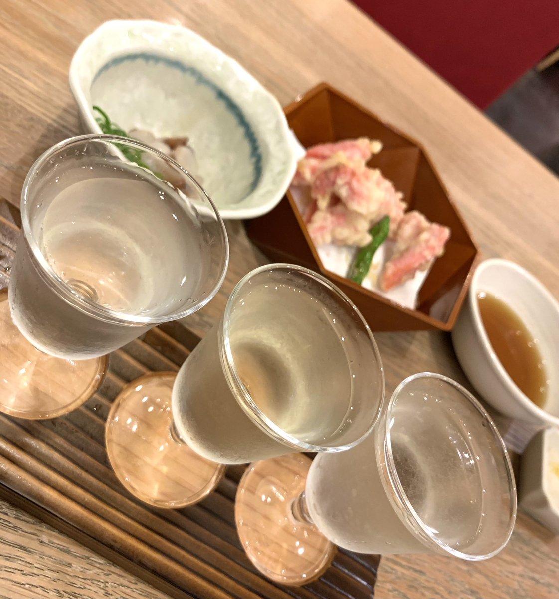 test ツイッターメディア - 蕎旬にて日本酒の飲み比べ。 左は新潟の緑川。さっぱり辛口。 真ん中は、新潟の越後鶴亀。ワイン酵母仕込みらしい良い酸味。 右は奈良の風の森(秋津穂)。旨味と甘味がしっかり。 三者三様で楽しく飲み比べられます。 ツマミはたこワサと、えびちくわの天ぷら。 #日本酒 https://t.co/fzxqQNiHut