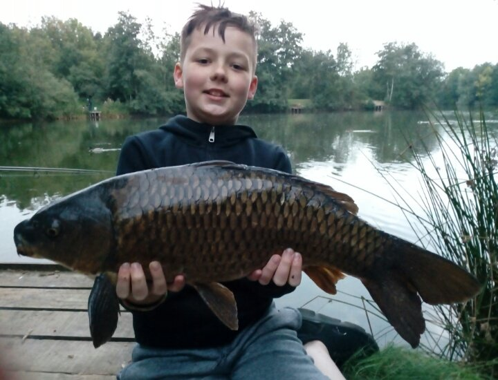 Lovely little dark common with 10 minutes to go! Happy!🎣❤️😘 #carpfishing https://t.co/UZNo