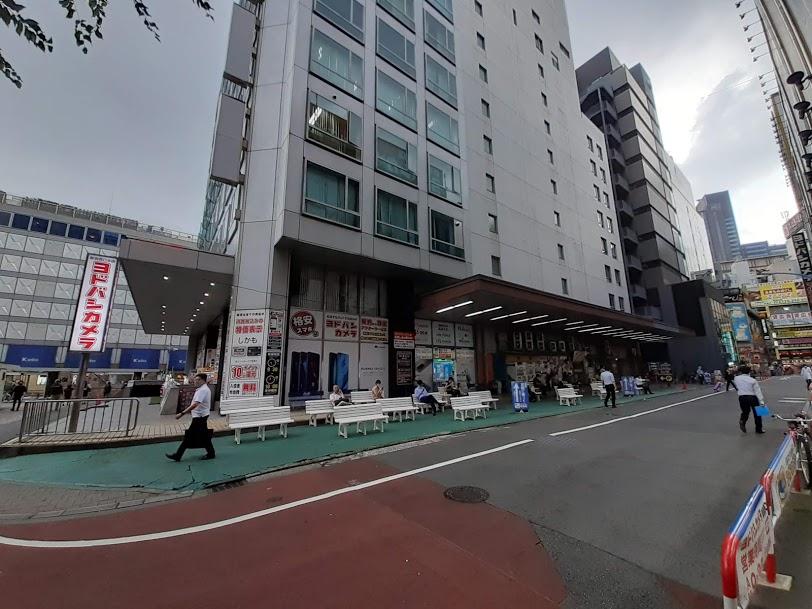 test ツイッターメディア - @kamomemidori 新宿高速バスターミナル(50番)のプラットホーム にはベンチが設置され、 ポケモンGOの聖地「ポケモン広場」となった 床にはまだバス乗り場の痕跡が残っている https://t.co/tBauGTXVqA