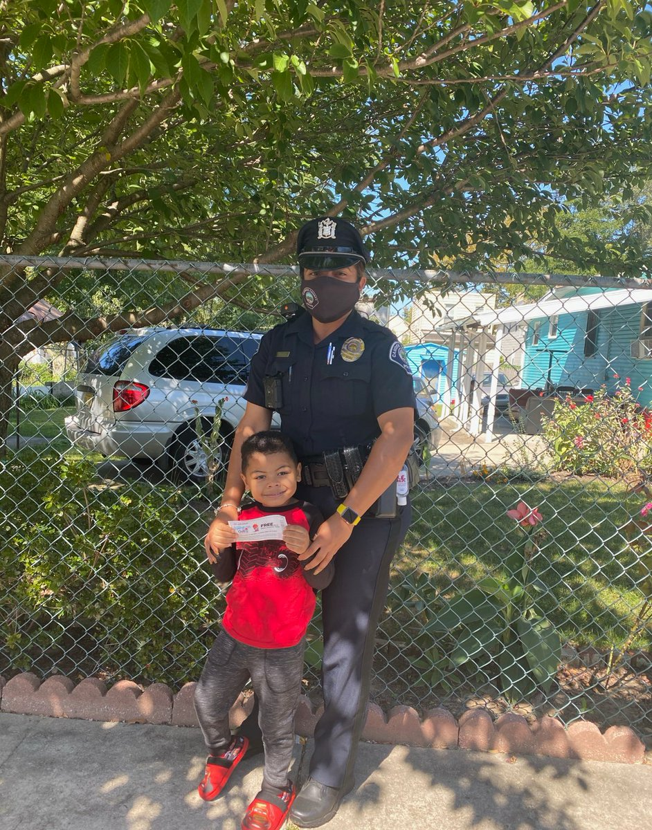 Officer Sime on the beat in Cramer Hill handing out #OperationChill tickets good for a free slurpee from @7eleven #CamdenStrong #StrongerTogether