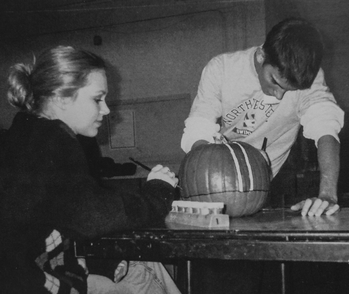 🎃🍂 Oh my gourdness! Look what we came across! 😊 This #TBT takes us back to Art Club students painting pumpkins for a fall fundraiser. Our Prexies are pretty FA-BOO-LOUS! #WeRPrexies