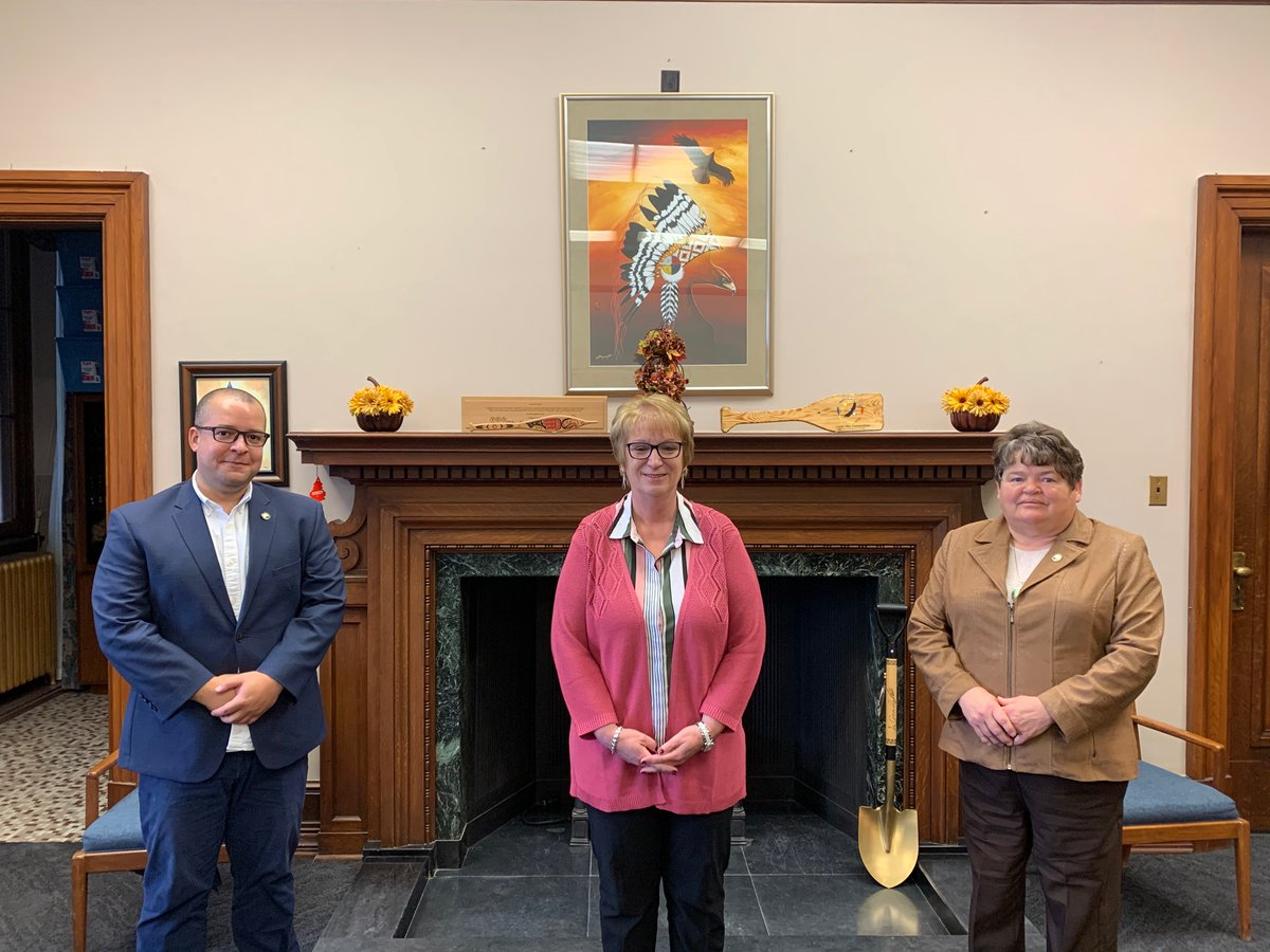 test Twitter Media - Very pleased today to have met with Thompson Mayor Colleen Smook and City Manager Anthony McInnis, to discuss economic development and Northern issues. I appreciate the dialogue and discussions had. #mbpoli #RestartMB https://t.co/CLxw8TRiTG
