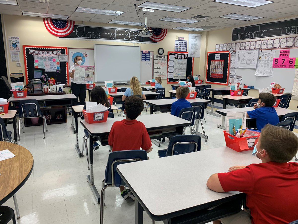 OMES students Celebrate Freedom Week! 4th graders at Osceola Magnet studied an article on how our Constitution is upheld by the government. 5th grade students shared what they learned about the Constitution, as related to the Thirteenth Amendment abolishing slavery.