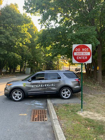 SRO Phelps at Vinal Elementary School this morning to direct vehicles to new entrance.  Please adhere to arrival and dismissal times to minimize traffic on Old Oaken Bucket Rd. Thank you! #SafetyFirst