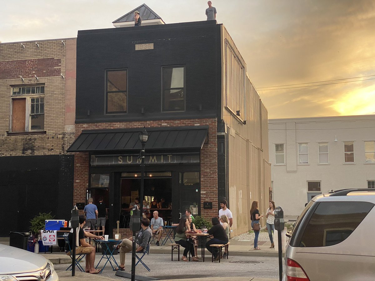 Just a reminder that outdoor dining on 9th Street between 3rd and 4th avenues continues this Friday and Saturday!!! 5-11 pm both days. #myhuntington #wv #gotoWV