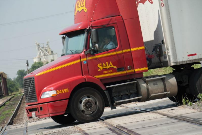 DID YOU KNOW? A standard line haul unit weighing 80,000 pounds and pulling a 53-foot trailer on a level road under good surface conditions requires a minimum of 14 seconds to clear a single track and more than 15 seconds to clear a double track. #RailSafetyWeek