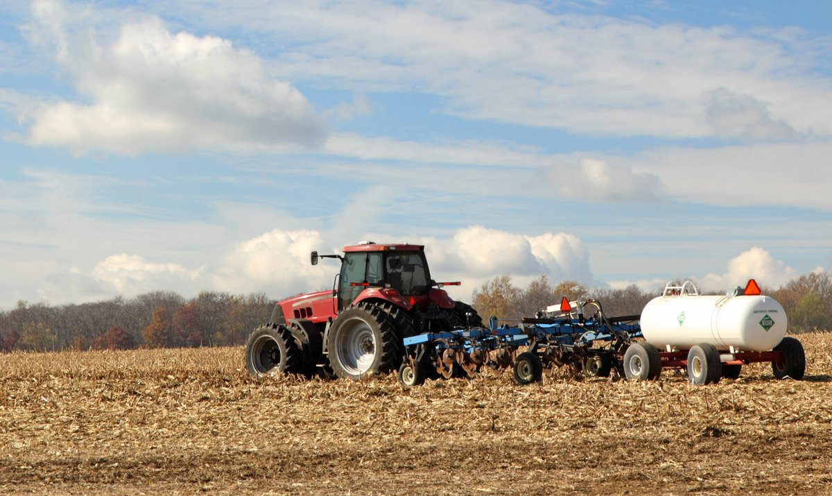 As #harvest20 rolls on, the MDA encourages farmers & commercial applicators to know where fall nitrogen fertilizer applications are restricted. In other areas where allowed, be patient and wait for cooler conditions. Check our soil temps map.  #MNAg