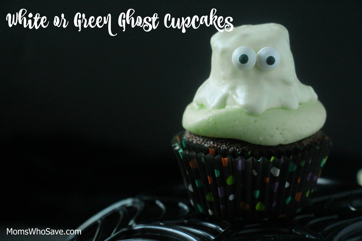 Make These Chocolate Marshmallow Ghost Cupcakes -- A Fun Treat for #Halloween 🎃     #recipes