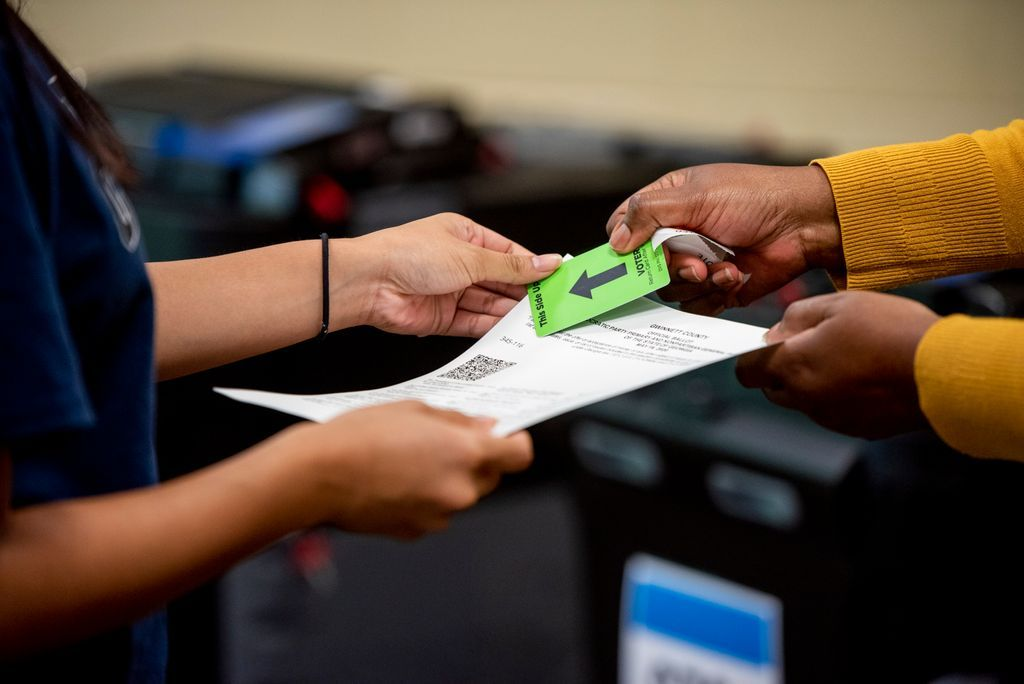 Did you know that high school students can serve as Election Day poll officials? Poll officials can be 16 years of age or older. Apply at