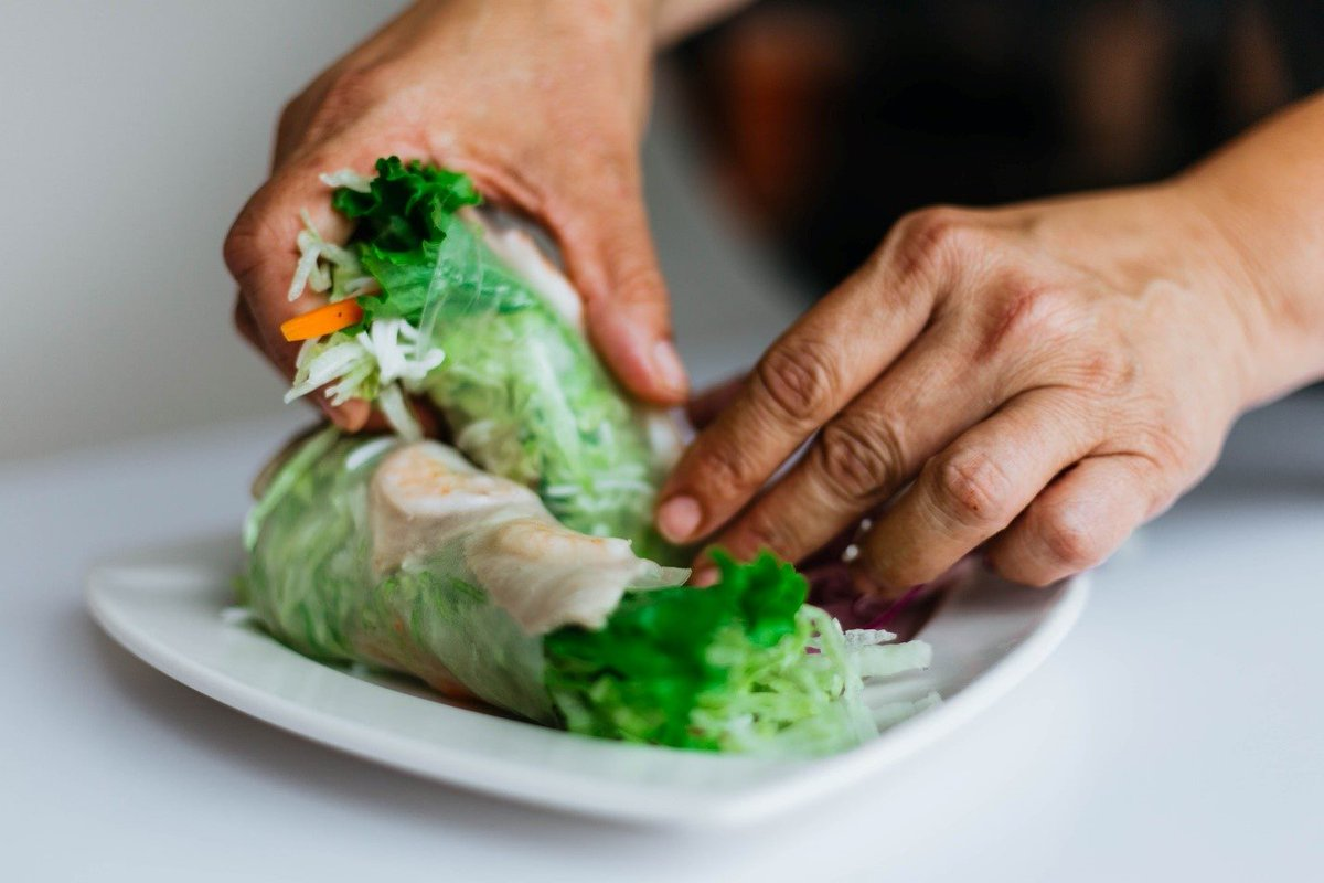 Struggling wit the Quarantine 15? Trying to lose those pandemic pounds? Rethink your next sandwich - ditch the bread and use a green lettuce leaf! A dietitian at the VAMarylandHCS can help you with a nutrition plan to help with healthy weight management.