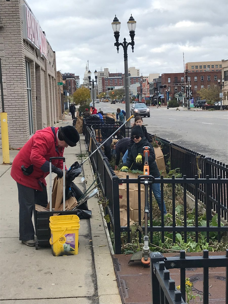 Today's beautiful weather has us thinking of the upcoming Fall Cut-Back and Clean-up Day! Join us October 17 as we work together (while socially distanced and masked up) to cleanup & cutback our downtown flower beds!