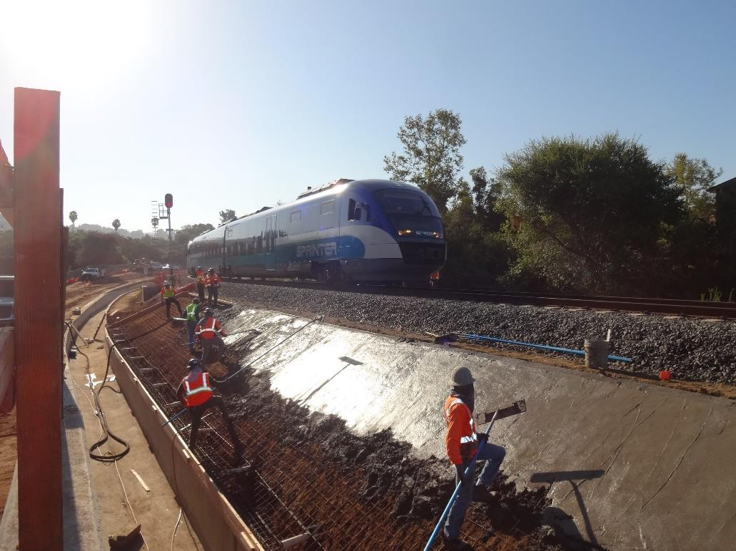 ☀️🚧🚆 Check out these recent construction photos from the three miles of the #InlandRailTrail under construction in the @cityofvista and unincorporated @SanDiegoCounty!   🛤️  #GObyBIKEsd 🚲