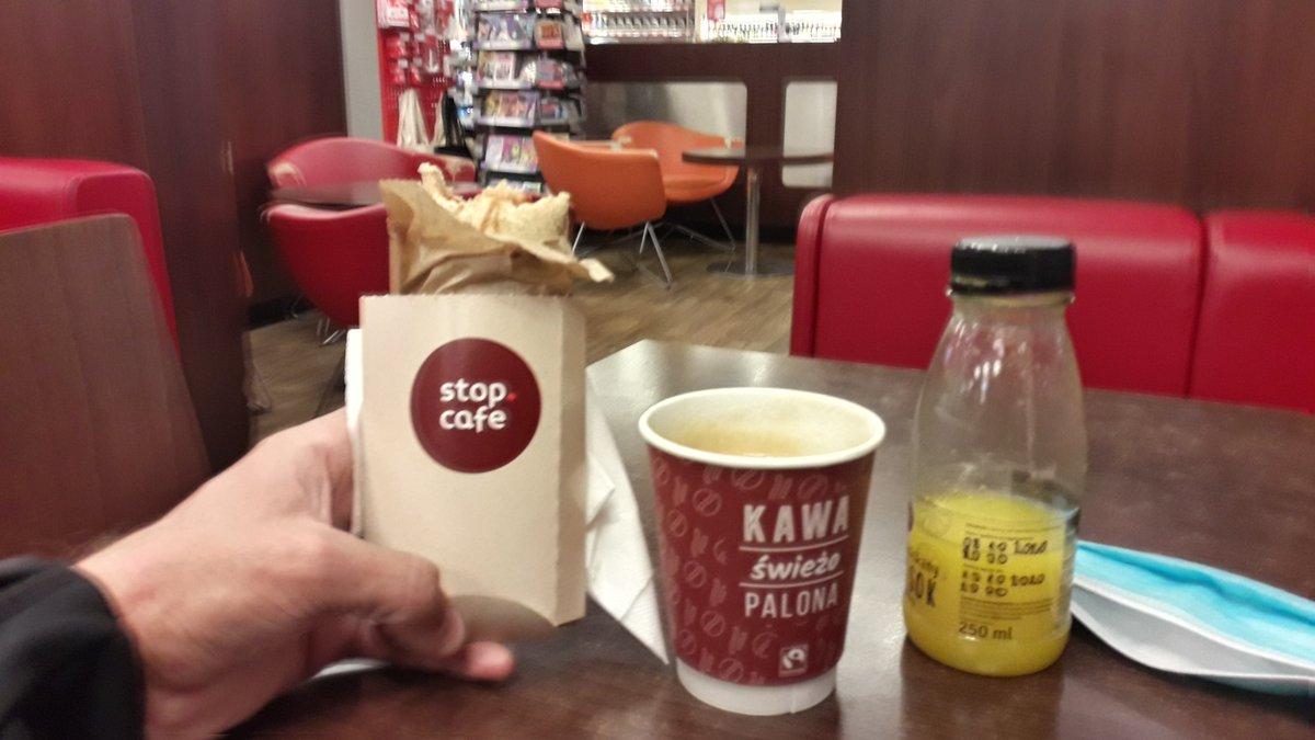 """test Twitter Media - #Polska: tradycyjny polski wegański hot-dog i """"taka-sobie"""" kawa z Orlenu. Cisnę już do Warszawy, szkoda nocować po drodze... https://t.co/LHsLqC3Iri"""