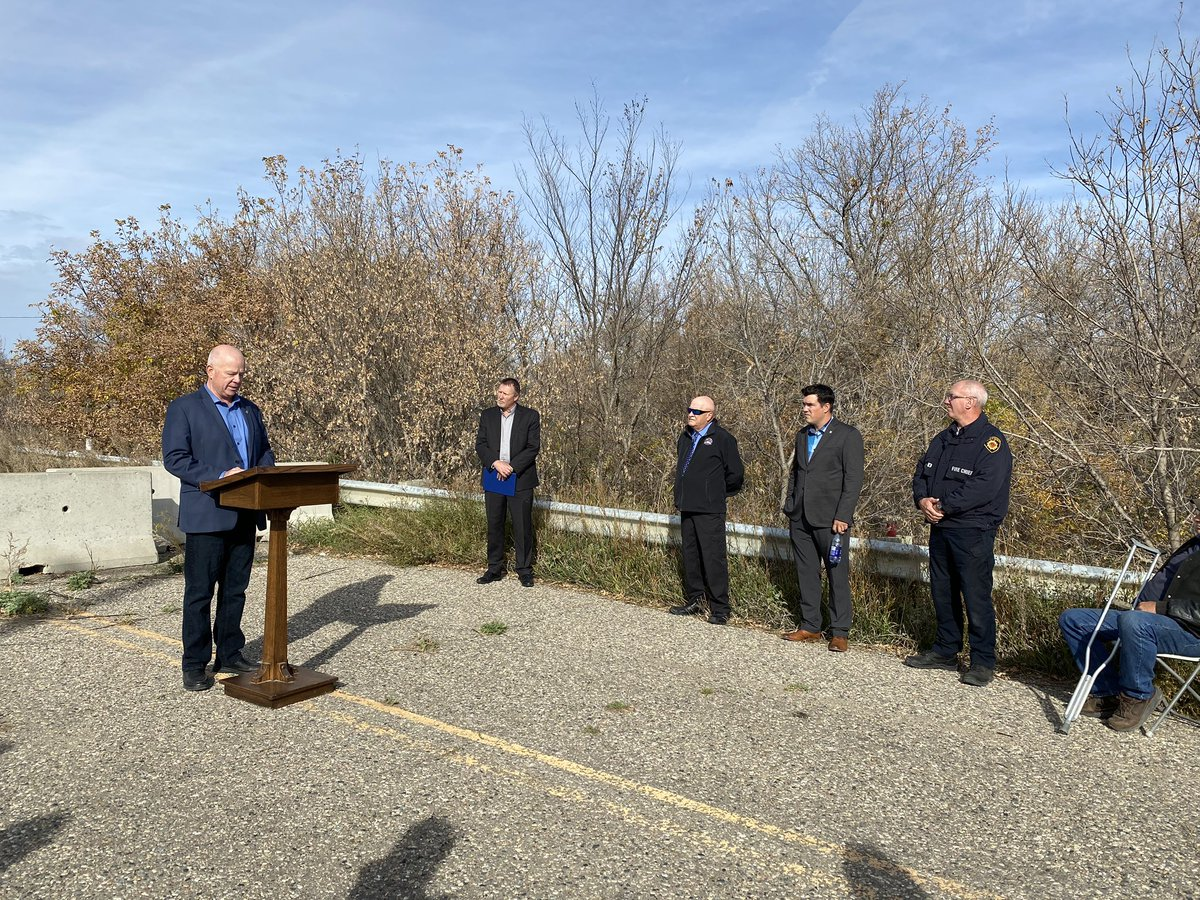 test Twitter Media - Excited to be in @VirdenTown and @WallaceWoodwort to announce the construction of a new bridge over Gopher Creek on PR 257. #mbpoli https://t.co/d0mKvwbELN