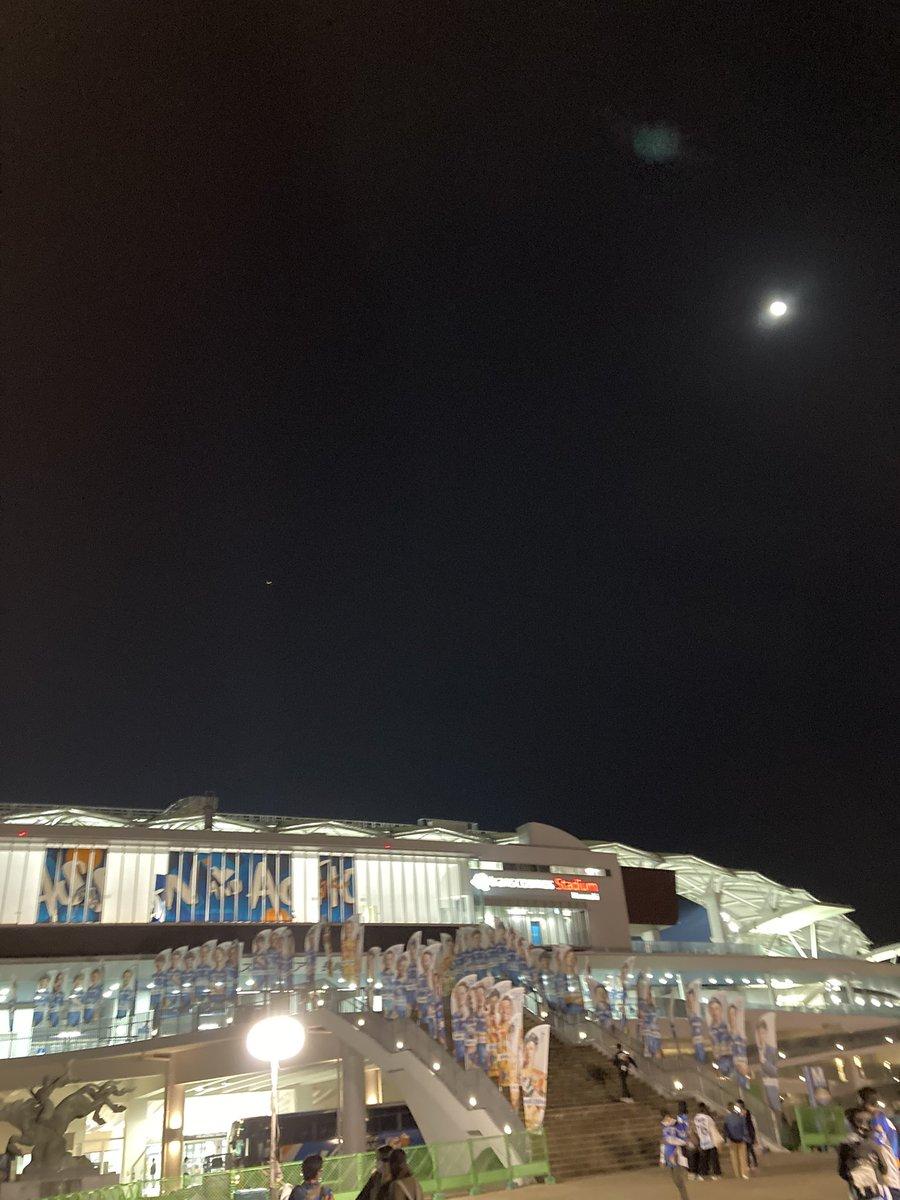 test ツイッターメディア - お月様がキレイでした。柴田恭兵を聞きながら帰宅。早くヴィヴィほー言わせてー!! https://t.co/TDYGzutEKz