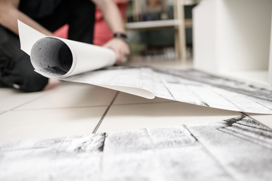 test Twitter Media - Vloerstickers kunnen goed gecombineerd worden met andere interieur elementen. Een goed voorbeeld hiervan is de showroom van Print my home van Wenzel GmbH. Benieuwd naar onze vloersticker materialen? Vraag een swatchbook aan! https://t.co/V9YuGdfc2V https://t.co/hud33Pl03Y