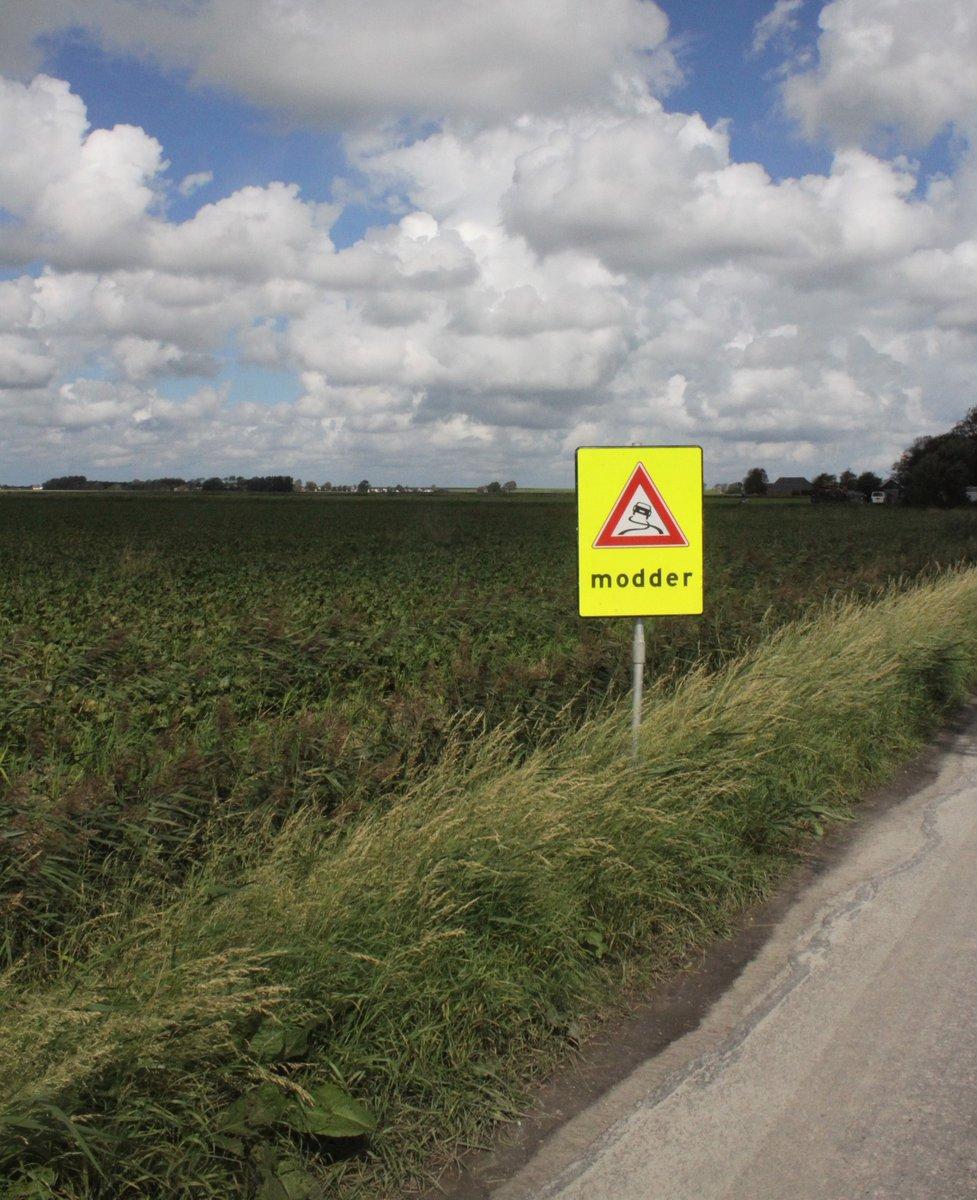 test Twitter Media - Landbouwvoertuigen rijdenin de oogstperiode vaakop de openbare weg. Hierdoor kan modder op de weg komen wat tot gladheid leidt. Om weggebruikers op demodder te wijzen is de agrariër verplicht om de 'modderborden' te plaatsen en de modder op te ruimen. https://t.co/tfg4kPfiWp https://t.co/wCkcz02jnN