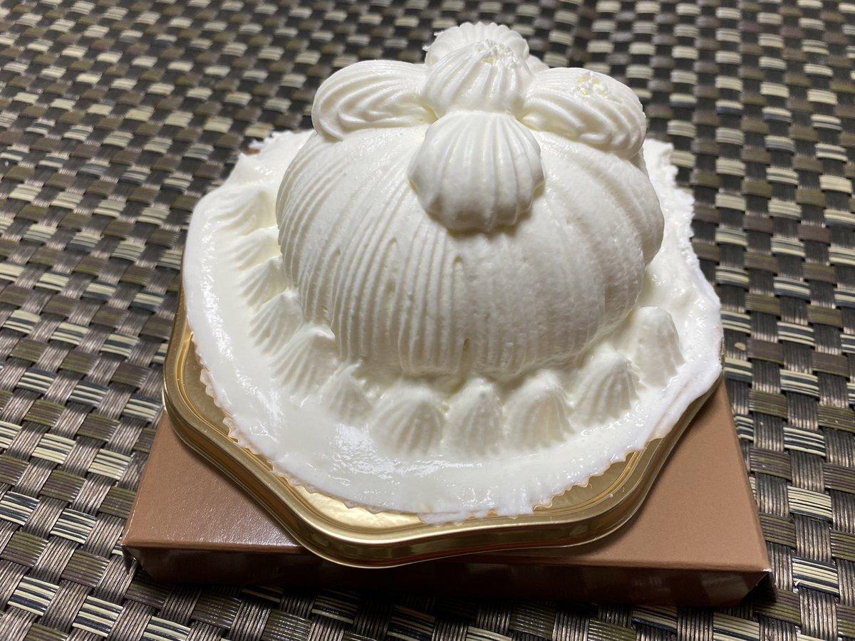 test ツイッターメディア - 東京會舘のプレミアムマロンシャンテリー買ってみた。中の和栗は絶品。生クリームがもっと美味しければ良いな https://t.co/VHl5FsHLr5