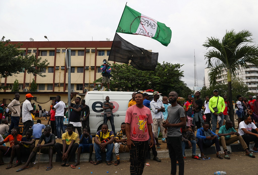 """""""They were firing into the crowd ... I saw the bullet hit one or two persons"""" - Alfred Ononugbo, security officer.  Protesters 'shot dead' by security forces in Lagos, Nigeria   #EndSARS"""