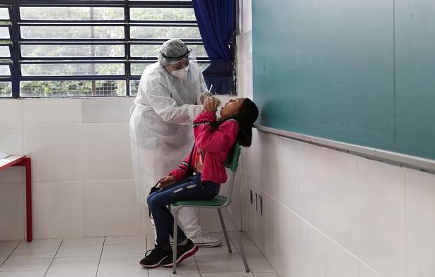 Brasil fez 11,5% menos testes diagnósticos de Covid-19 em setembro do que em agosto, apontam dados preliminares do Ministério da Saúde; profissionais da saúde dizem que país testa menos do que deveria para controlar a doença  #G1