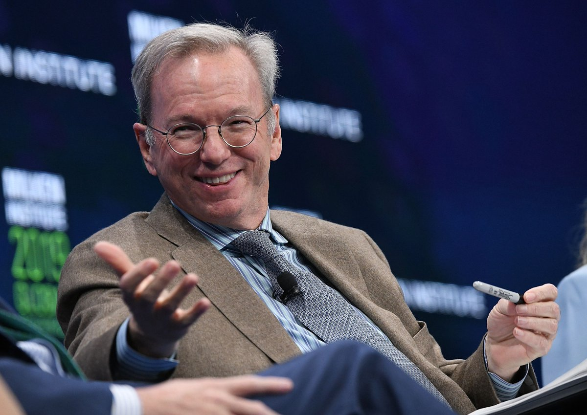 "Eric Schmidt, who bought YouTube for a premium, thinks social networks are ""amplifiers for idiots"""