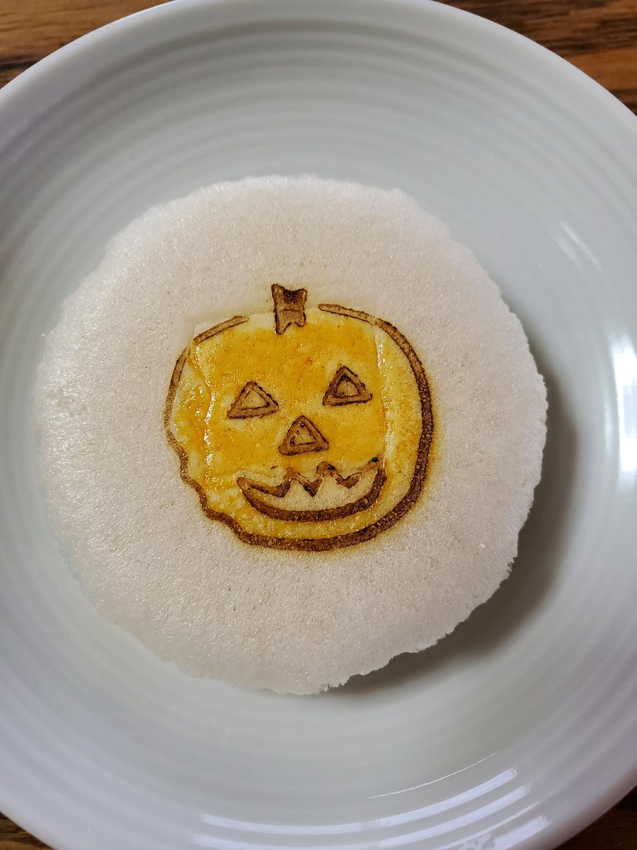test ツイッターメディア - 『樫舎 小種』 近江のもち米で種を焼いたところにに、阿波の和三盆糖の蜜を塗って仕上げたお菓子。  めちゃんこシンプルすぎで初めて買ったけど、サクッサクッなのに、なにこれって!って口どけと柔らかい甘味。  おいしー!✨ https://t.co/4d5xi016gi