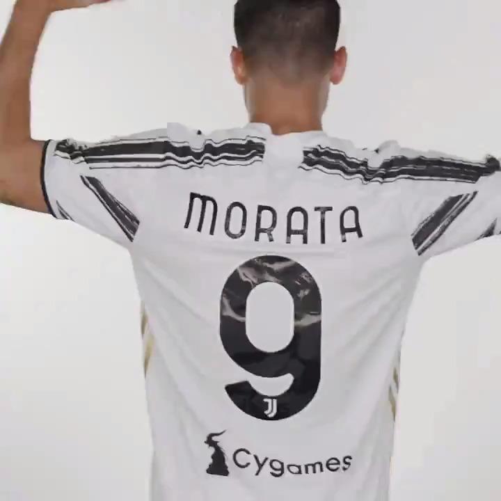 Una storia d'♥️ di gol in ⚪️⚫️ che non smette di farci emozionare. Tanti auguri, @AlvaroMorata! 🕶  #MoreMorata https://t.co/VFcGE6hbDA