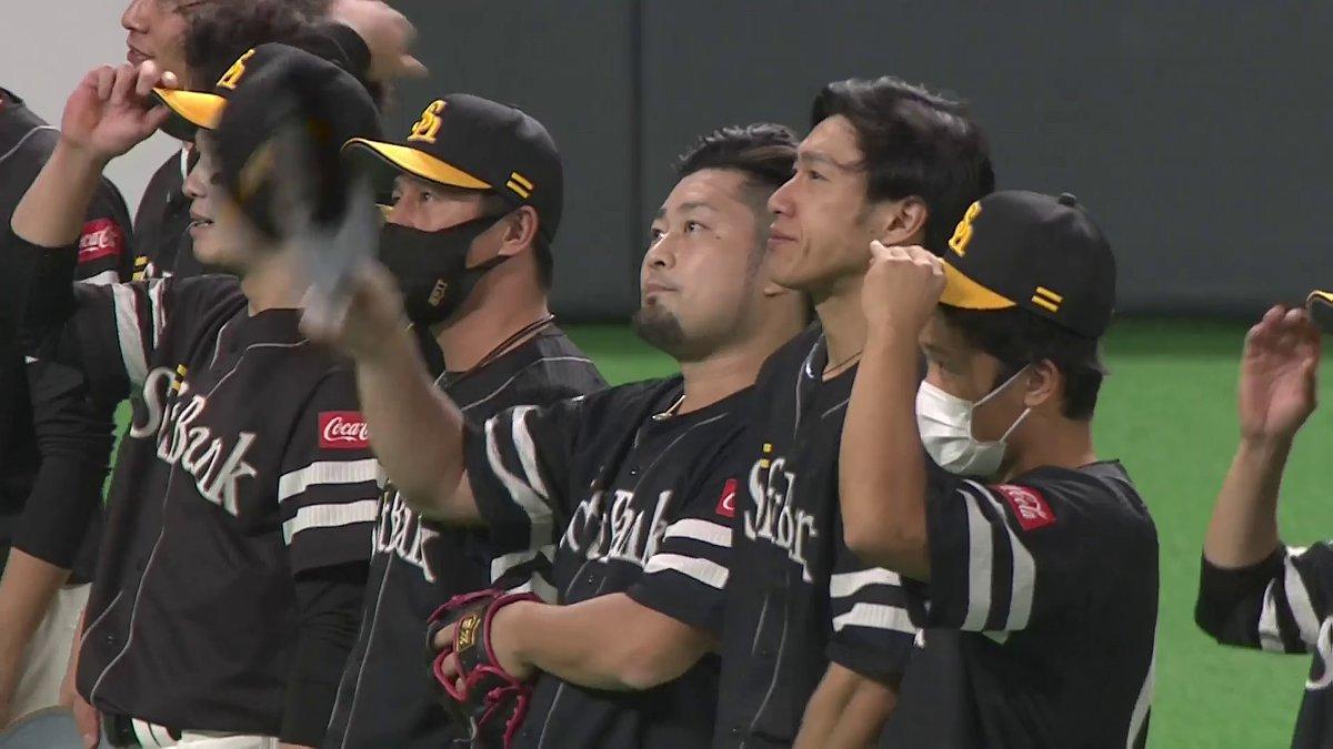 test ツイッターメディア - 福岡ソフトバンクは今日の試合が札幌ドーム今季レギュラーシーズン最終戦。  試合後にスタンドのファンに挨拶を行いました。  #sbhawks https://t.co/fpIVum17kY