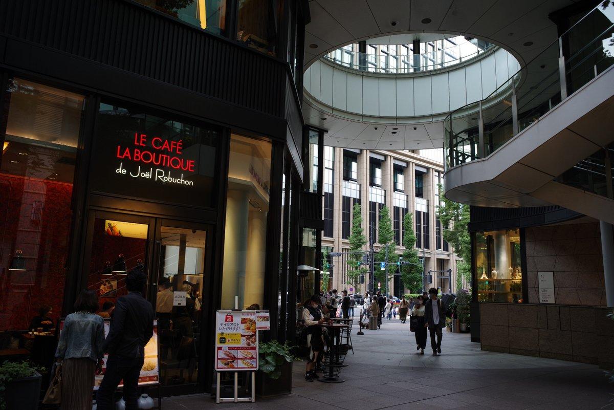 test ツイッターメディア - K-1 Mark II/SMC PENTAX 28mm F3.5  ブリックスクエアのバラ花壇。…なんてあったの、前来た時は気付きませんでした😅 秋バラまだ咲いてるんですね。 合同ブライダルスポット?この後入った東京會舘からもかな。何組も結婚記念写真撮影してました。  #丸の内ブリックスクエア #薔薇 #PENTAX https://t.co/d26kehOhpZ