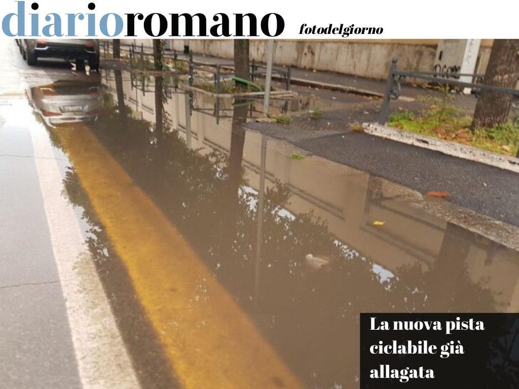 test Twitter Media - Su viale Castro Pretorio il tratto della #ciclabile davanti all'Alessandrina è impraticabile in bici. Ci vorrebbe un canotto. #Roma #fotodelgiorno 📸 https://t.co/Xg8UOBcZxc