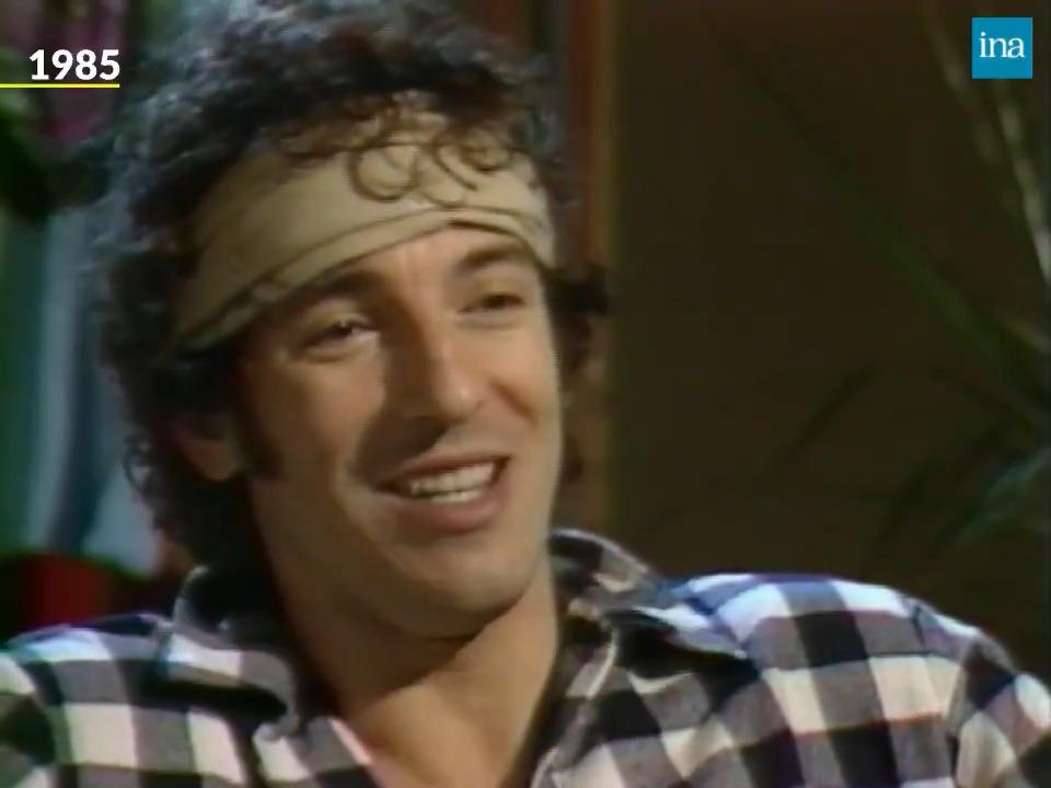 """""""Vieillir, c'est quelque chose à assumer"""". À 71 ans, Bruce Springsteen sort son 20e album #LetterToYou. En 1985, le rockeur a 35 ans et n'a pas peur de vieillir. Il se confie aux « Enfants du rock » sur ses débuts et son regard sur la vie. https://t.co/kDDw39g8uM"""