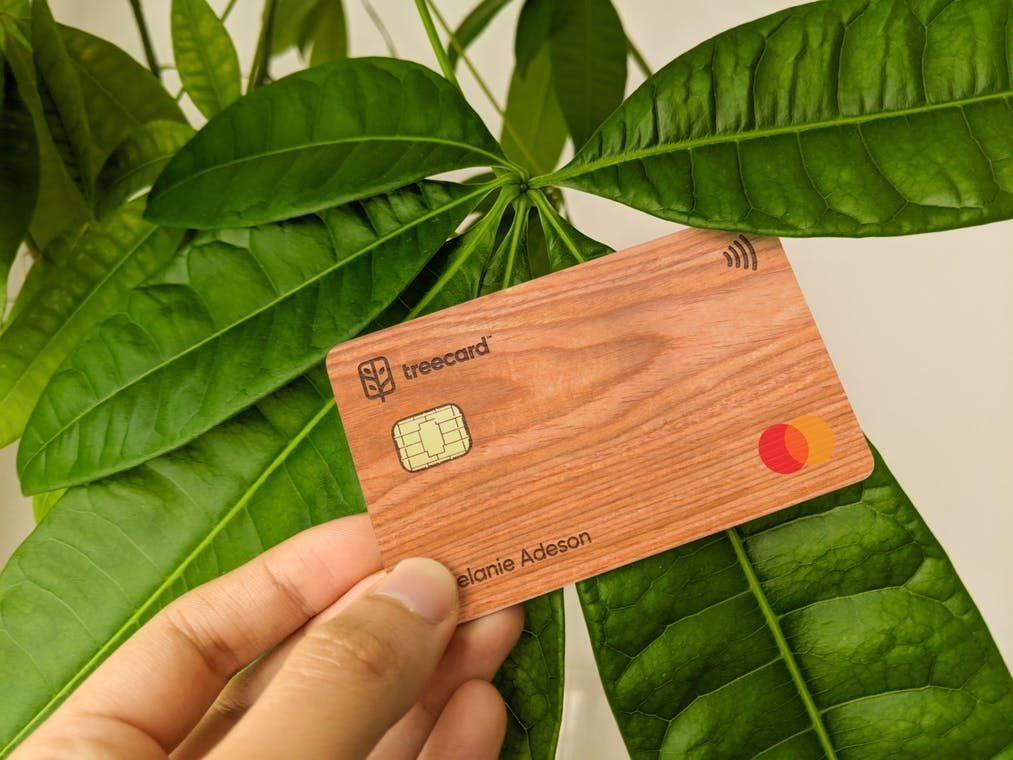 A wooden debit card that plants trees as you spend 🌴