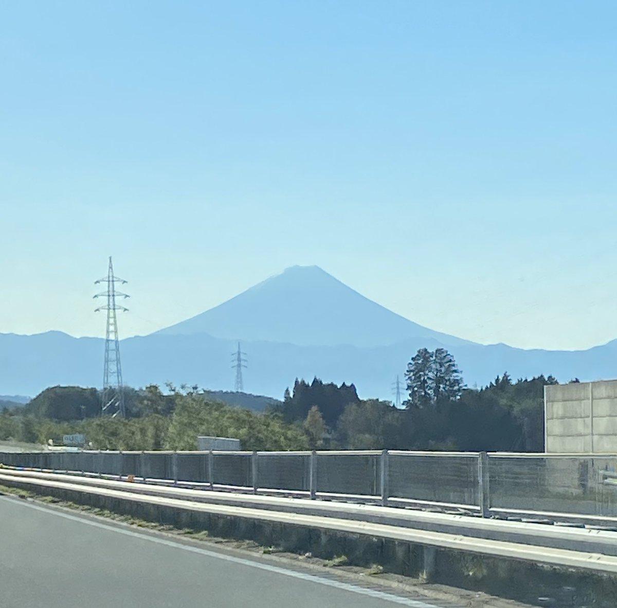 test ツイッターメディア - 今日は、富士山が全部キレイに見えてる/^o^\👀✨  中央道を東京方面に走る時の楽しみ🤞  なかなか全部見える日ないんだな💦 https://t.co/77s6pA91zd