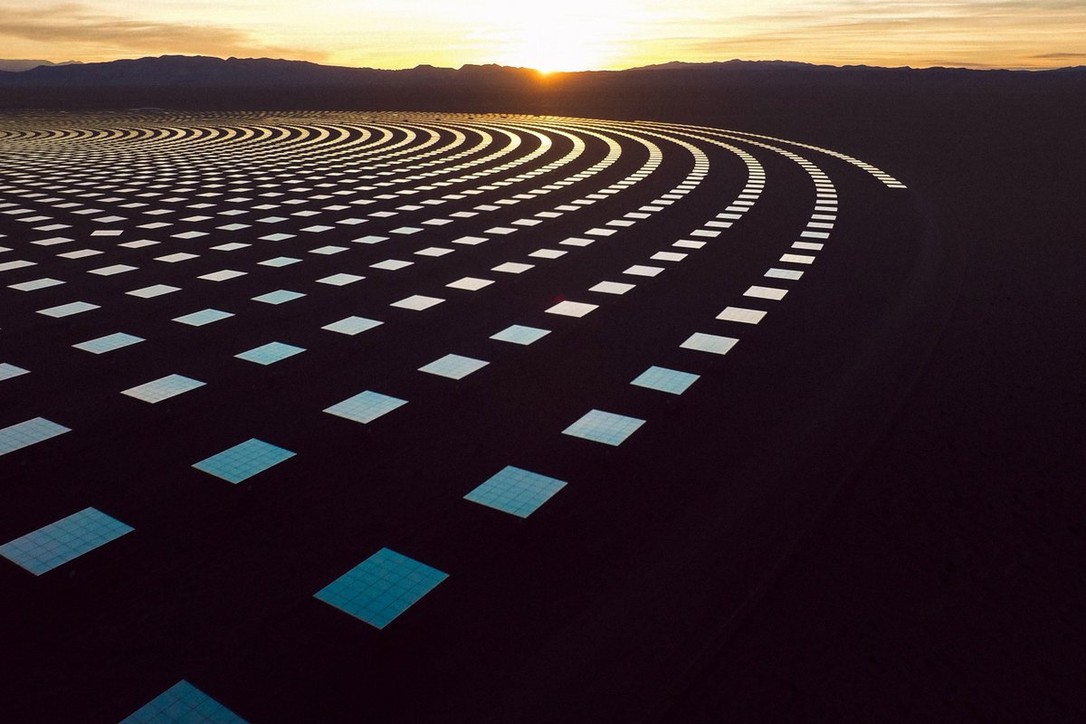 The size of the Crescent Dunes Solar Energy Facility is almost as staggering as its beauty. Located midway between Las Vegas and Reno, the power plant's 10,347 billboard-sized mirrors generate enough electricity to power 75,000 homes   📸: Reuben Wu