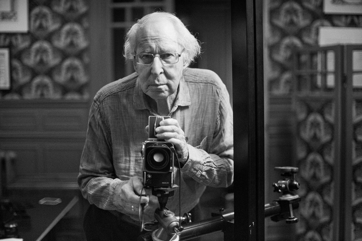 ¡No te pierdas esta noche en #Imprescindibles el documental sobre Alberto Schommer, el fotógrafo que inmortalizó a los políticos de la Transición. 📸 A las 21:30h @Impres_TVE