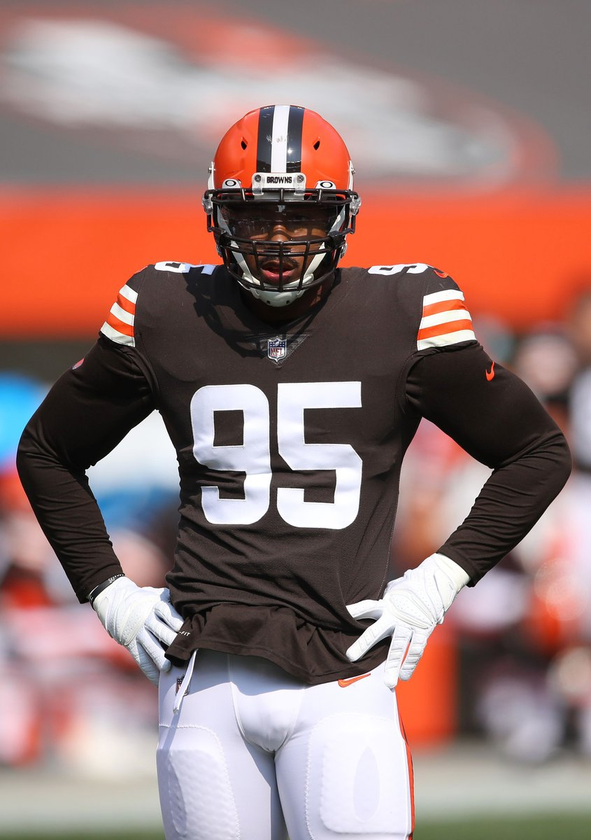 Myles Garrett has recorded a sack in 6 straight games 😳 @brgridiron  That's the longest active streak in the NFL.