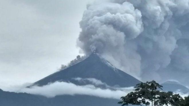 test ツイッターメディア - <世界の火山活動>VolcanoDiscovery フエゴ火山|成層火山3,763m / グアテマラ 2020年10月27日17:27 JST 火山の爆発的な噴火は、ほぼ連続的なストロンボリ式の爆発を特徴とし続けており、灰のプルームは高度4,700フィート(15,420 m)に上昇し、S-SWを漂流。  ☟参考噴火画像 https://t.co/bSeVOUtxVE