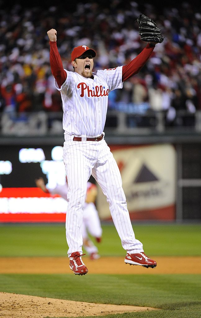 On this date in 2008, the @Phillies defeated the Rays in Game 5, which had been suspended by rain, to win their first World Series since 1980.   Brad Lidge closed out the game to finish his season a perfect 48-for-48 on save opportunities.