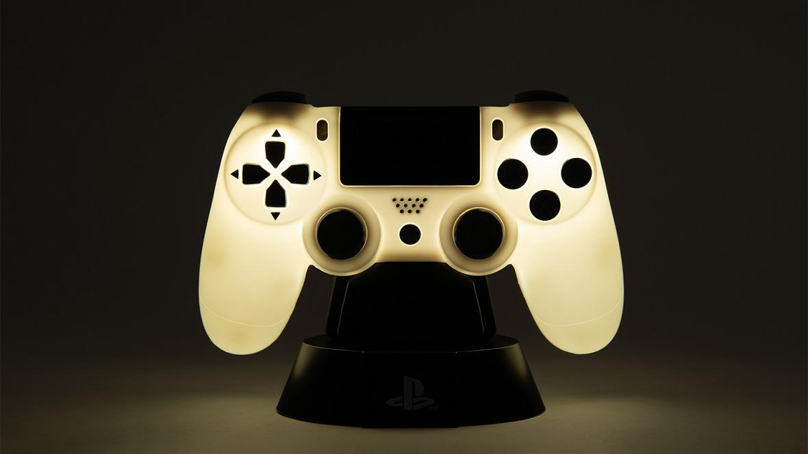 test ツイッターメディア - PlayStation®公式ライセンスグッズが本日より順次発売! 持ち手がコントローラー型のマグカップ、コントローラーライトや目覚まし時計、初代PlayStation型のケースに入ったトランプなど、ユニークなグッズが目白押しです!  詳しくはこちら⇒ https://t.co/4kC1NQZNcd https://t.co/D2BcMWnQ25